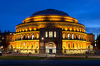 Great Britain, England, London, Kensington Gardens: Royal Albert Hall at dusk | Grossbritannien, England, London, Kensington Gardens: Royal Albert Hall am Abend