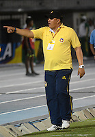 BARRANQUIILLA -COLOMBIA-11-02-2015. Calixto Chiquillo técnico de Uniauntónoma da instgrucciones durante el encuentro con Deportivo Cali por la fecha 3 de la Liga Aguila I 2015 jugado en el estadio Metropolitano de la ciudad de Barranquilla./ Calixto Chiquillo coach of Uniautonoma gives directions during the match against Deportivo Cali for the third date of the Aguila League I 2015 played at Metropolitano stadium in Barranquilla city.  Photo: VizzorImage/Alfonso Cervantes/STR