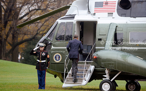 United States President Barack Obama boards Marine One November 29, 2015 in Washington, DC. Nearly 150 world leaders including President Obama are expected to descend on Paris for the start of the United Nations climate change summit, which begins Monday in the French capital.<br /> Credit: Olivier Douliery / Pool via CNP