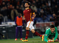 Calcio, Serie A: Roma vs Fiorentina. Roma, stadio Olimpico, 4 marzo 2016.<br /> Roma&rsquo;s Mohamed Salah, left, celebrates after scoring as Fiorentina&rsquo;s goalkeeper Ciprian Tatarusanu reacts during the Italian Serie A football match between Roma and Fiorentina at Rome's Olympic stadium, 4 March 2016.<br /> UPDATE IMAGES PRESS/Riccardo De Luca