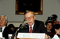T. Boone Pickens, Jr., Limited Partner, Mesa Limited Partnership, speaks to an aide prior to giving testifimony before the United States House Subcommittee on Economic Stabilization during a hearing on mergers on Capitol Hill in Washington, DC on October 21, 1987.<br /> Credit: Ron Sachs / CNP /MediaPunch