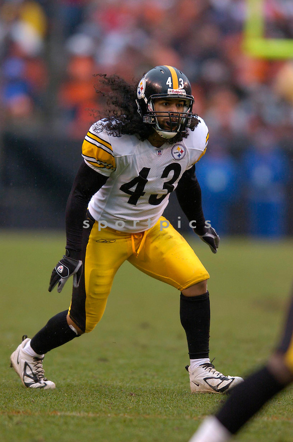 TROY POLAMALU, of the Pittsburgh Steeler, in action against the Cleveland Browns on November 12, 2006, in Cleveland, OH..Steelers win 24-20..Chris Bernacchi / SportPics