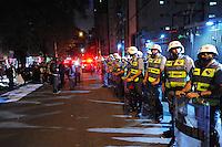 SAO PAULO, SP, 31.10.2013 -PROTESTO IPTU. Grupo protesta contra o aumento do IPTU na casa do Prefeito de São Paulo na Rua Afonso Freitas 488 . -  Adriano Lima / Brazil Photo Press)
