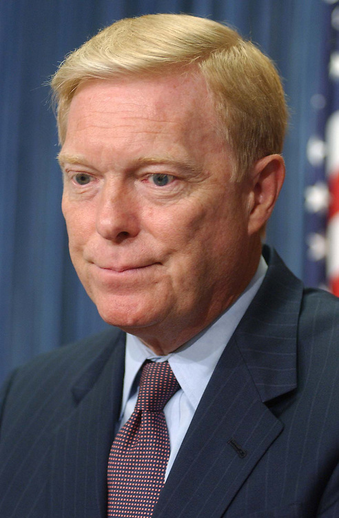 8cfr073101 - Rep. Dick Gephardt, D-MO, speaks at a press conference in the House Studio on Campaign Finance Reform.