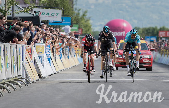 Jakob Fuglsang (DEN/Astana) wins the stage by the smallest margin ahead of GC contenders Richie Porte (AUS/BMC) &amp; Chris Froome (GBR/SKY)<br /> <br /> Stage 6: Le parc des oiseaux/Villars-Les-Dombes &rsaquo; La Motte-Servolex (147km)<br /> 69th Crit&eacute;rium du Dauphin&eacute; 2017