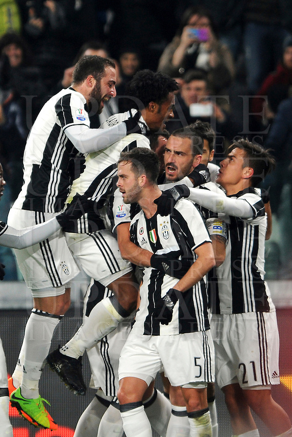 Calcio, quarti di finale di Tim Cup: Juventus vs Milan. Torino, Juventus Stadium, 25 gennaio 2017.<br /> Juventus' Miralem Pjanic, center, celebrates with teammates after scoring on a free kick during the Italian Cup quarter finals football match between Juventus and AC Milan at Turin's Juventus stadium, 25 January 2017.<br /> UPDATE IMAGES PRESS/Manuela Viganti
