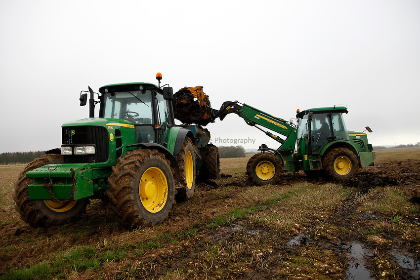 Photo: Richard Lane/Richard Lane Photography. Muck speading near Lower Woodford, Salisbury, Wiltshire. 07/12/2012.