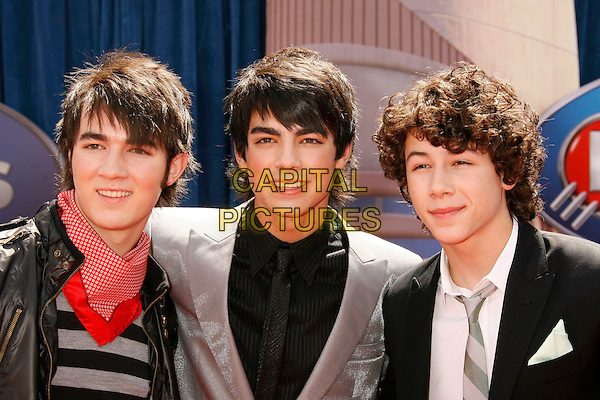 "THE JONAS BROTHERS.Attending the ""Meet The Robinsons"" Los Angeles Premiere held at the El Capitan Theatre, Hollywood, California, USA, 25 March 2007..portrait headshot family.CAP/ADM/RE.©Russ Elliot/AdMedia/Capital Pictures."