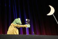 """Rene Marik spielt sein Programm """"Zehage! Das Beste plux X"""" - Frosch Falkenhorst mit Maulwurn Handpuppe"""