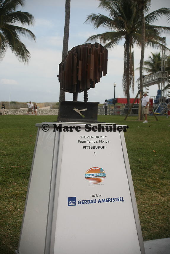 Statuen ehemaliger Spieler aus Florida im Super Bowl auf der NFL Fanmeile am Ocean Drive in Miami Beach<br /> NFL Fan Jam, Miami Beach *** Local Caption *** Foto ist honorarpflichtig! zzgl. gesetzl. MwSt. Auf Anfrage in hoeherer Qualitaet/Aufloesung. Belegexemplar an: Marc Schueler, Alte Weinstrasse 1, 61352 Bad Homburg, Tel. +49 (0) 151 11 65 49 88, www.gameday-mediaservices.de. Email: marc.schueler@gameday-mediaservices.de, Bankverbindung: Volksbank Bergstrasse, Kto.: 52137306, BLZ: 50890000