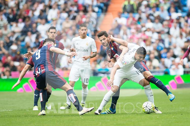Real Madrid's Carlos Henrique Casemiro and Sociedad Deportiva Eibar's Sergi Enrich and Adrian Gonzalez during La Liga match. April 09, 2016. (ALTERPHOTOS/Borja B.Hojas)
