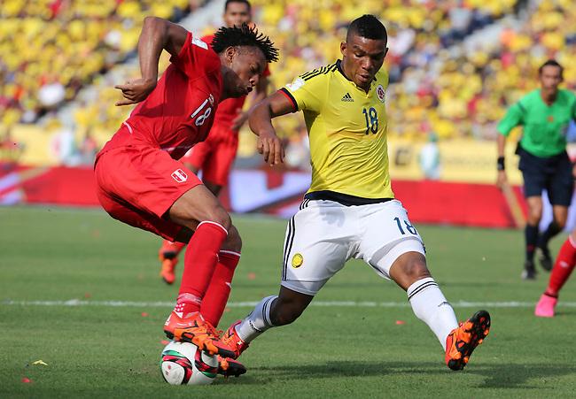 Frank Fabra y Andre Carrillo de Peru  en el partido de eliminatorias para el Mundial 2018 en el Estadio Metropolitano Roberto Melendez de Barranquilla el  8 de octubre de 2015.<br /> <br /> Foto: Archivolatino<br /> <br /> COPYRIGHT: Archivolatino<br /> Prohibido su uso sin autorización.