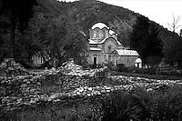 Kosovo   Novembre 2000.Pe? (in albanese Pejë / Peja; in serbo Pe?).Il Patriarcato ortodosso .
