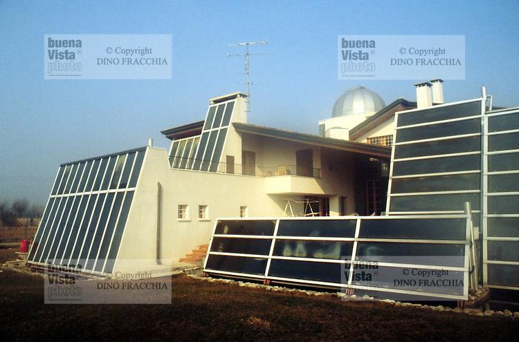 - private house in province of Padova covered with solar panels.. ..- casa privata in provincia di Padova coperta di pannelli solari