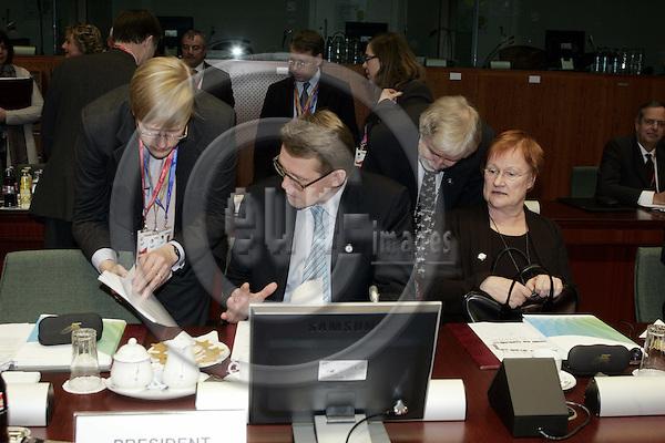BRUSSELS - BELGIUM - 14 DECEMBER 2006 -- EU-Summit hosted by the Finnish Presidency. -- Erkki TUOMIOJA, Minister of Foreign Affairs of Finland Matti VANHANEN, Prime Minister of Finland, Tarja HALONEN (Ri), President  of Finland with . -- PHOTO: JUHA ROININEN / EUP-IMAGES