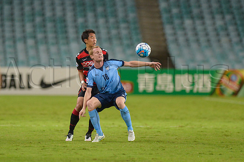 05.04.2016. Sydney Football Stadium,Sydney, Australia. AFC Champions League. Sydney forward Matt Simon wins the ball. Sydney v Pohang Steelers.