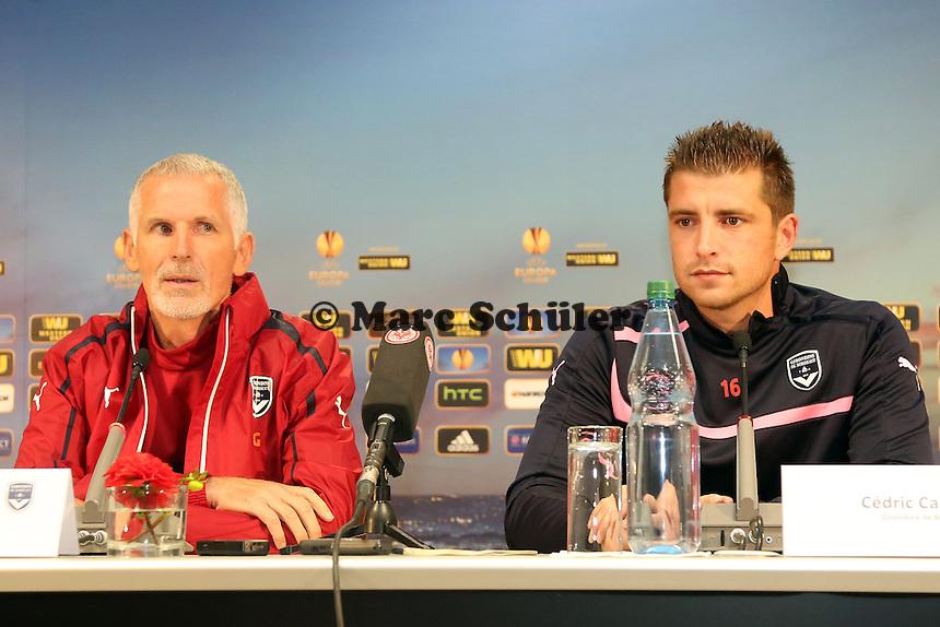 Cedric Carrasso und Trainer Francis Gillot (Bordeaux) - Pressekonferenz zur Begegnung der Europa League Eintracht Frankfurt vs. Girondins Bordeaux