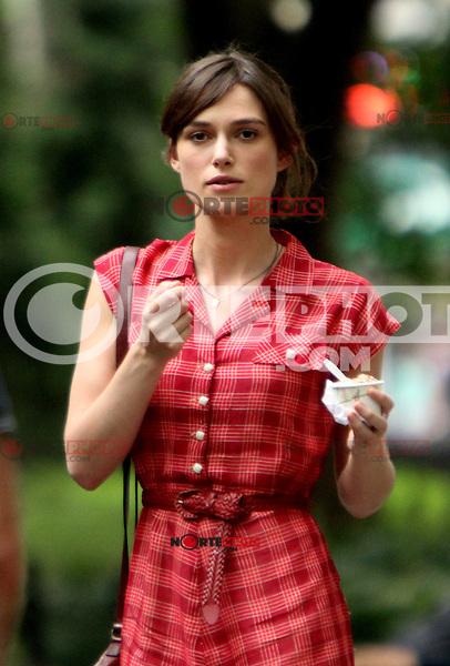 July 18, 2012 Keira Knightley shooting on location for the new VH-1 movie Can a Song Save Your Life? in New York City. © RW/MediaPunch Inc. /*NORTEPHOTO.COM* **CREDITO*OBLIGATORIO** *No*Venta*A*Terceros*.*No*Sale*So*third* ***No*Se*Permite*Hacer Archivo***No*Sale*So*third*©Imagenes*