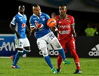 BOGOTA - COLOMBIA - 20 – 05 - 2017: Juan Guillermo Dominguez (Izq.) jugador de Millonarios disputa el balón con Edis Ibargüen (Der.) jugador de Patriotas F.C., durante partido de la fecha 19 entre Millonarios y por la Liga Aguila I-2017, jugado en el estadio Nemesio Camacho El Campin de la ciudad de Bogota. / Juan Guillermo Dominguez (L) player of Millonarios vies for the ball with Edis Ibargüen (R) player of Patriotas F.C., during a match of the date 19th between Millonarios and Patriotas F.C., for the Liga Aguila I-2017 played at the Nemesio Camacho El Campin Stadium in Bogota city, Photo: VizzorImage / Luis Ramirez / Staff.