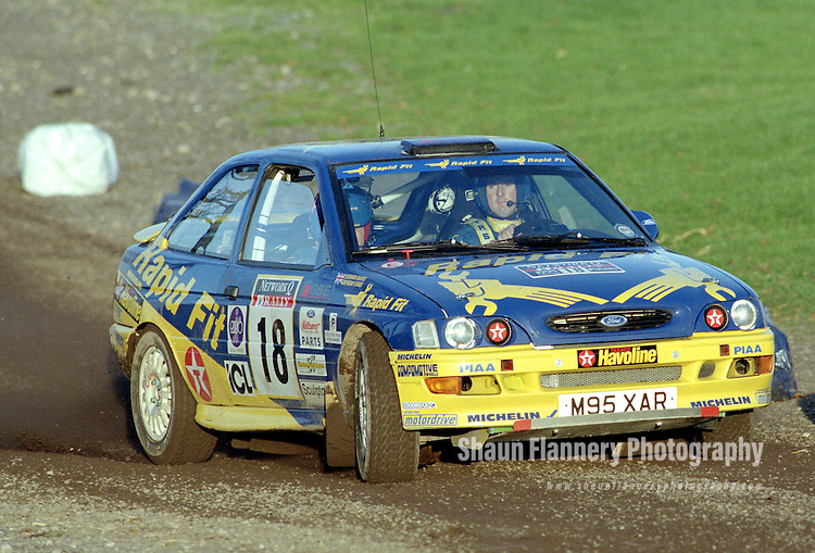 Pix: Shaun Flannery/shaunflanneryphotography.com...COPYRIGHT PICTURE>>SHAUN FLANNERY>01302-570814>>07778315553>>..1995 Network Q RAC Rally..19th November - 22nd November 1995..Gwyndaf Evans and Howard Davies..Ford Escort RS2000.Ford Motor Company