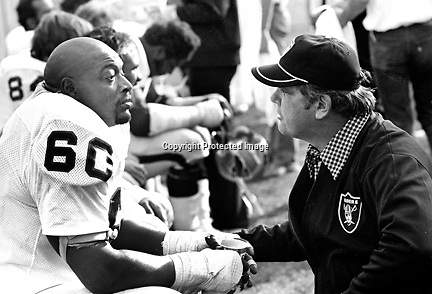 Oakland Raiders Otis Sistrunk with coach   (1975 photo/Ron Riesterer)