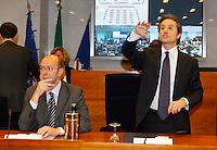 NAPOLI CONSIGLIO REGIONALE DELLA CAMPANIA NELLA FOTO IL PRESIDENTE STEFANO CALDORO ( d ) E GIUSEPPE DE MITA ( S).FOTO CIRO DE LUCA