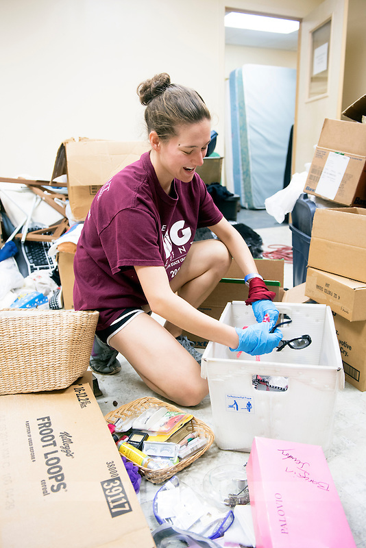 Service DAWGS Day:  MSU student volunteers helping at Salvation Army Donation Center<br />  (photo by Beth Wynn / &copy; Mississippi State University)