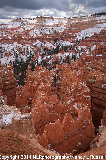 Sunset Point overlooking Bryce amphitheater in Bryce Canyon National Park