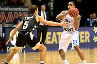 GRONINGEN - Basketbal, Donar - Apollo Amsterdam, Martiniplaza,  Dutch Basketbal League, seizoen 2018-2019, 11-11-2018,  Donar speler Jordan Callahan met Apollo speler Mack Bruining