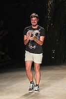 RIO DE JANEIRO, RJ, 11 DE JANEIRO 2012 - FASHION RIO - DESFILE GRIFE 2ND FLOOR - Estilista da grife 2nd Floor no segundo dia de desfiles da edição inverno 2012 do Fashion Rio, no Pier Mauá, na cidade do Rio de Janeiro, nesta quarta-feira, 11. (FOTO: BRUNO TURANO - NEWS FREE).