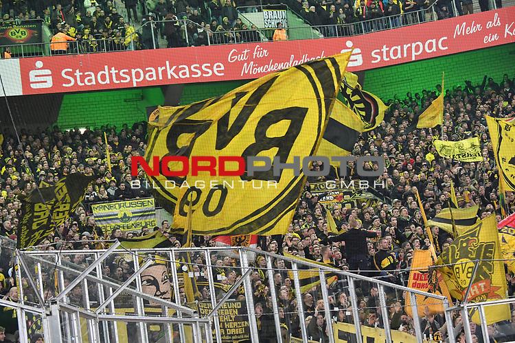 18.02.2018, Borussia Park, M&ouml;nchengladbach, GER, 1. FBL., Borussia M&ouml;nchengladbach vs. Borussia Dortmund<br /> <br /> im Bild / picture shows: <br /> Fans, freundlich, Stimmung, farbenfroh, Nationalfarbe, geschminkt, Emotionen, dortmunder<br /> <br /> Foto &copy; nordphoto / Meuter