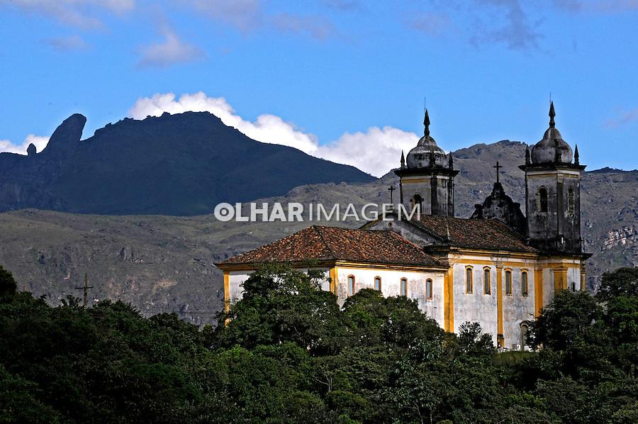 Igreja São Francisco de Paula e Pico do Itacolomi. Ouro Preto. 2009. Foto de Rogério Reis.
