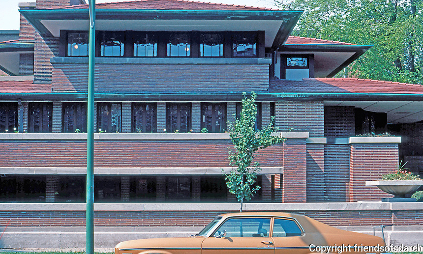 F.L. Wright: Robie House, frontal elevation.  Photo '76.