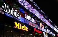 Mediamarkt in Almere  centrum. Verlichte gevel met merknamen