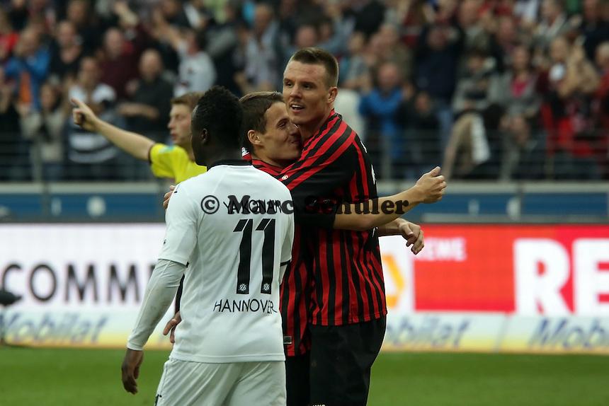 Alex Meier (Eintracht) freut sich ueber sein Tor zum 3:1 mit Flankengeber Stefano Celozzi