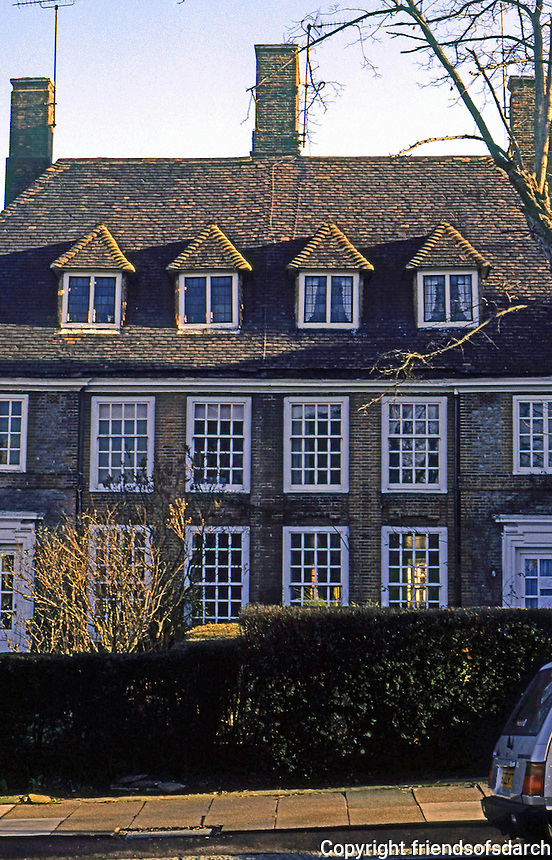 London: Hampstead Garden Suburb--Erskine Hill. Photo '90.