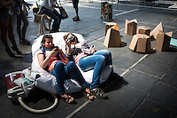 Berlin, Besucher beim DMY International Design Festival, am Freitag (07.06.13) in ehemaligen Flughafen Tegel. Festival findet von Mittwoch (05.06.13) bis Sonntag (09.06.13) statt. Foto: Maja Hitij/CommonLens
