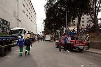ATENÇÃO EDITOR: FOTO EMBARGADA PARA VEÍCULOS INTERNACIONAIS. SAO PAULO, SP, 04 SETEMBRO DE 2012 - DESABAMENTO DE LAGE DE SHOPPING CENTER EM CONSTRUCAO - Uma lage do futuro Shopping Center Metro Tucuruvi,zona norte da cidade,  desabou sobre 3 trabalhadores no final desta manha de terca-feira (4), ha noticias que 2 operarios morreram no local e um foi resgatado com auxilio do helicoptero Aguia da PM com parada cardiaca, conforme informacoes de um PM que estava local dos fatos. A lage que desabou do quinto para o quarto pavimento. FOTO RICARDO LOU - BRAZIL PHOTO PRESS