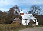 Łopienka, 2013-10-12 (woj.podkarpackie). Grekokatolicka cerkiew św. Męczennicy Paraskewii w Łopience