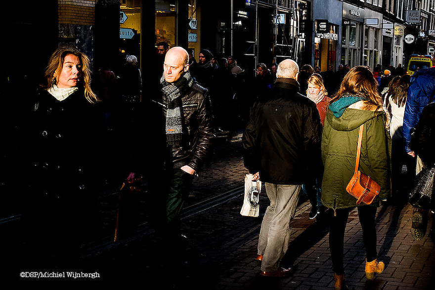 Nederland, Amsterdam, 31 jan 2015<br /> Winkelend publiek in het centrum van de stad, Leidsestraat.<br /> Foto: (c) Michiel Wijnbergh