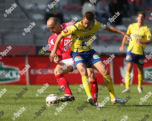 2008-09-13 / Voetbal / R. Anwterp FC - St-Truiden / Darko Pivaljevic met Peter Delorge (r, STVV)..Foto: Maarten Straetemans (SMB)