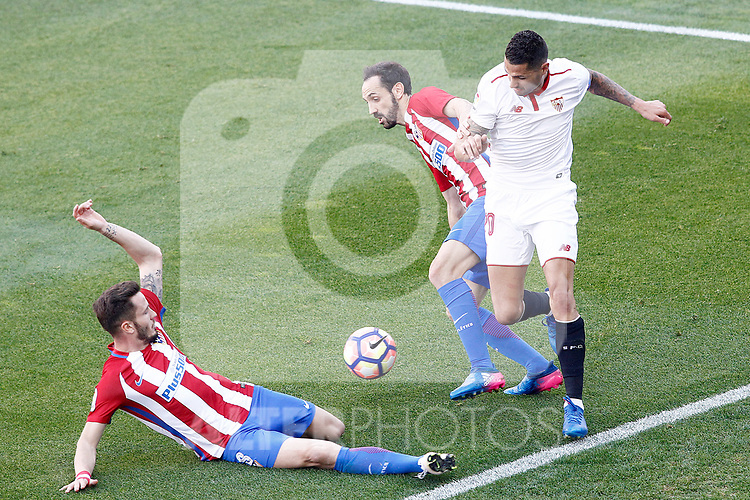 Atletico de Madrid's Saul Niguez (l) and Juanfran Torres (c) and Sevilla FC's Vitolo during La Liga match. March 19,2017. (ALTERPHOTOS/Acero)