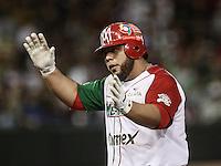 Luis Juarez de Mexico celebra imparable , durante el segundo partido semifinal de la Serie del Caribe en el nuevo Estadio de  los Tomateros en Culiacan, Mexico, Lunes 6 Feb 2017. Foto: AP/Luis Gutierrez