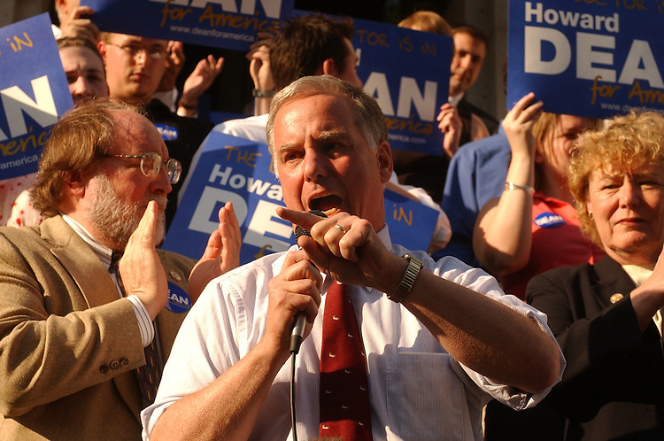dean/062403 - Howard Dean speaks at a rally at the Capitol City Brewery on Mass. Ave, NE.