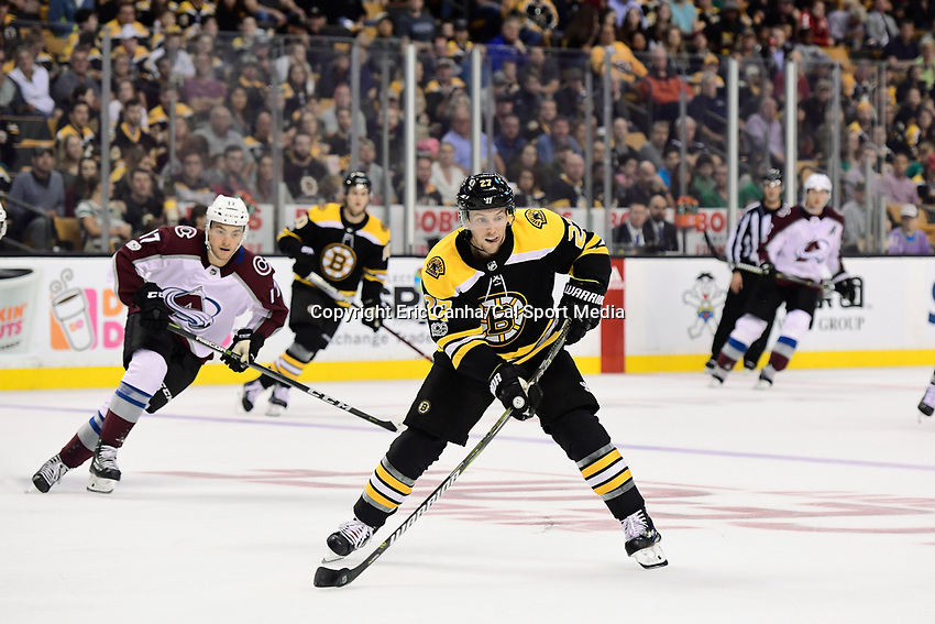 October 9, 2017: Boston Bruins center Austin Czarnik (27) passes the puck during the NHL game between the Colorado Avalanche and the Boston Bruins held at TD Garden, in Boston, Mass. Colorado defeats Boston 4-0. Eric Canha/CSM