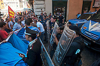 Roma 6 Settembre 2011.Manifestazione del sindacato  Usb con i comitati di base contro la manovra del governo Berlusconi..Le forze dell'ordine  in difesa del Senato