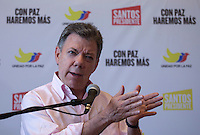 CALI, Colombia. 31 May 2014. The President of Colombia and candidate, Juan Manuel Santos meets with reporters in Cali during his tour of the country for re-election in runoff. Photo by SANTOS Campaign/Eliana Aponte / VIEWpress TO EDITORS : THIS PICTURE WAS PROVIDED BY A THIRD PARTY.  THIS PICTURE IS DISTRIBUTED EXACTLY AS RECEIVED BY VIEWpress, AS A SERVICE TO CLIENTS