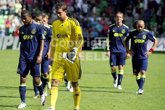 voetbal fc groningen - ajax  eredivisie seizoen 2010-2011 08-08-2010 ajax verlaat teleurgesteld het veld met maarten stekelenburg en marvin zeegelaar.