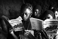 Mozambico, distretto di Chure. Bambini a scuola elementare