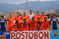 ENVIGADO -COLOMBIA-05-02-2014. Juagadores de Envigado FC posan para una foto de grupo previo al partido contra Uniautónoma por la fecha 3 de la Liga Postobón I 2014 realizado en el Polideportivo Sur de la ciudad de Envigado./ Players of Envigado FC pose to a photo group prior a match against Uniautonoma for the 3rd date of the Postobon League I 2014 at Polideportivo Sur in Envigado city.  Photo: VizzorImage/Luis Ríos/STR